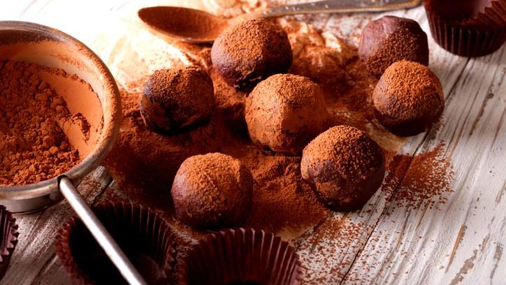 اليكم طريقة صنع كرات الشوكولاتة