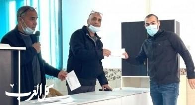 عرب الحجاجرة: توزيع منح على طلاب الجامعات