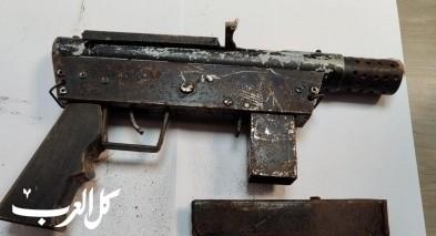 ضبط سلاح من نوع كارلو وقنبلة في باقة الغربية