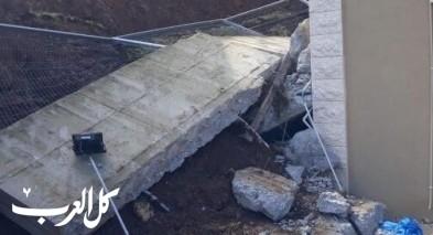 إنهيار جدار ضخم على أحد المنازل في دير حنا