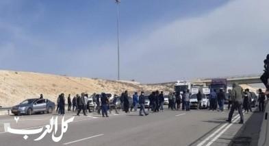النقب  احتجاجات واعتقالات وإغلاق شارع
