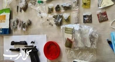 نحف: اعتقال مشتبهين بحيازة سلاح ومخدرات
