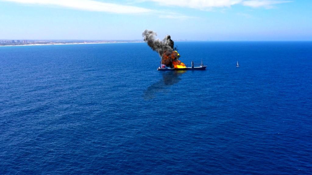 مصادر إسرائيلية: إيران وراء إنفجار السفينة
