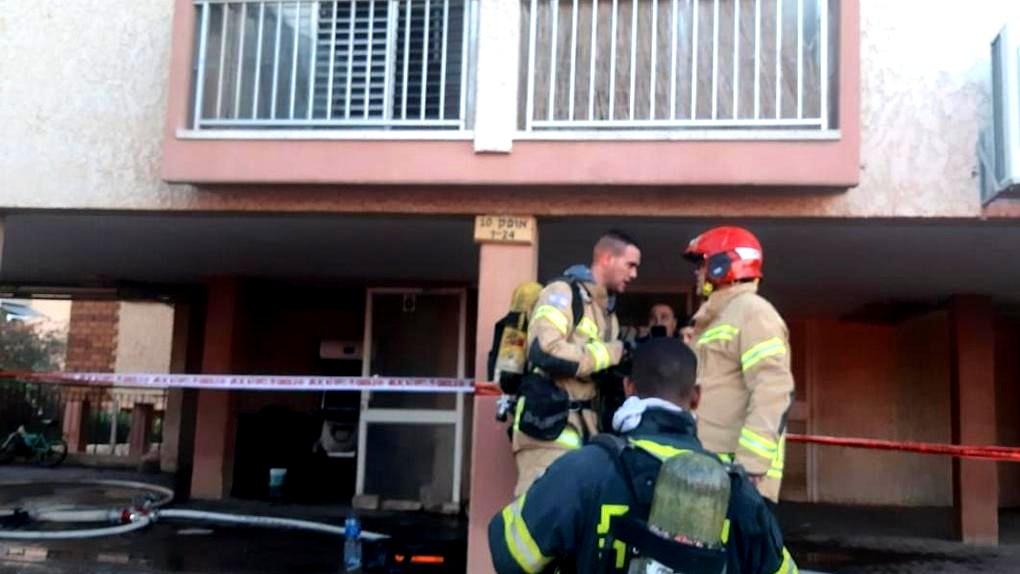 عراد: إصابة 3 أشخاص إثر حريق بمبنى