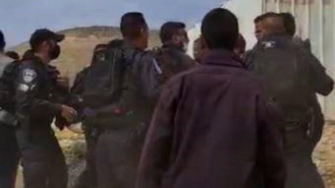 تل عراد: مواجهات أثناء هدم بيت