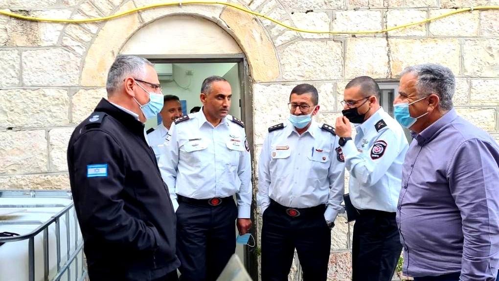 القدس: قائد سلطة الإطفاء يزور محطة وادي الجوز