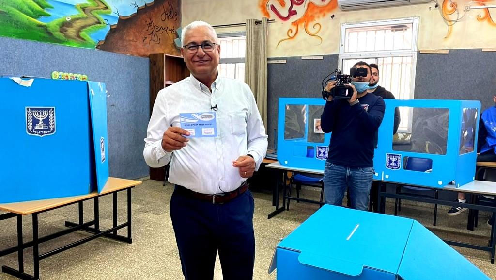 غنايم المرشّح الثاني بالموحدة يدلي بصوته
