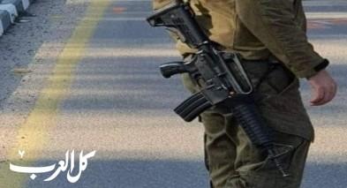 اتهام شابين من ابطن بالاعتداء على جندي وخطف سلاحه