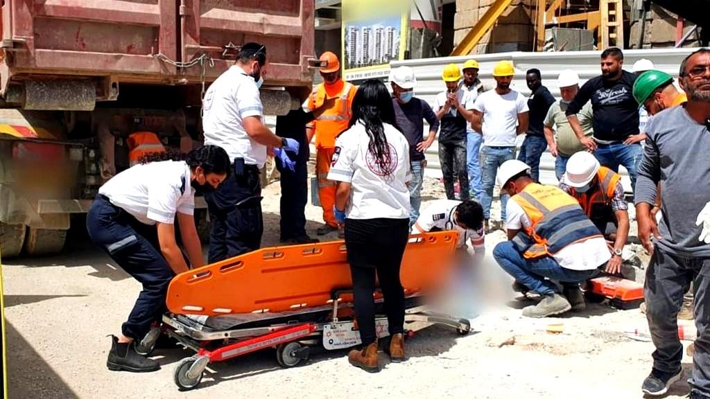 الرملة: إصابة خطرة لعامل بورشة بناء