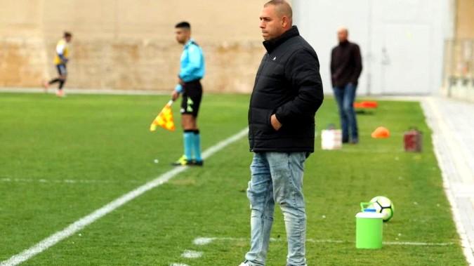 المدرب العكي فريد سخنيني يتعاقد مع فريق ابو سنان