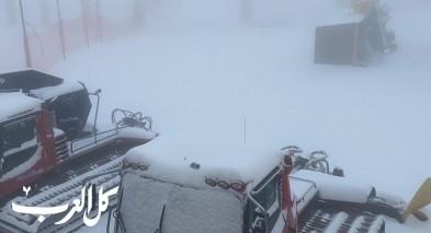 الثلوج تتساقط بكميات كبيرة على جبل الشيخ