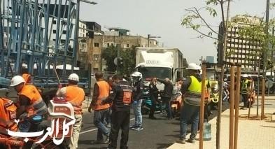 اصابة عامل اثر سقوط جسم ثقيل في تل ابيب