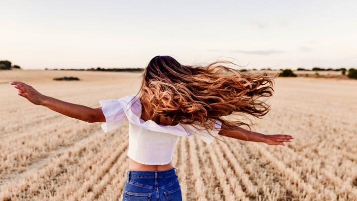 خلطات طبيعية لتكثيف الشعر