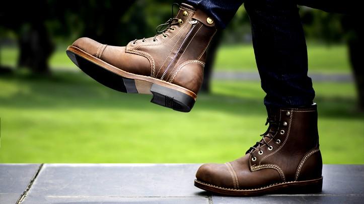 آدم: كيف تنسّق الحذاء البني؟