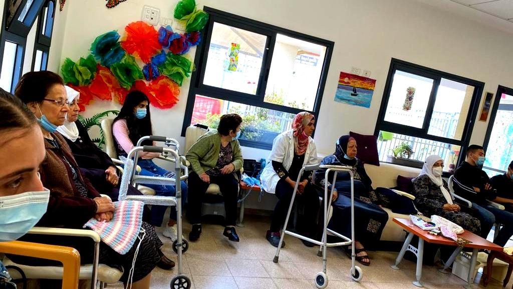 الناصرة| طلاب العلوم والتكنولوجيا بزيارة للمسنين