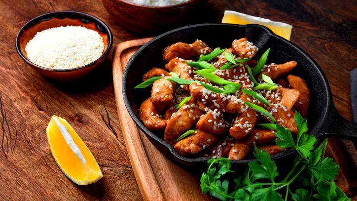 دجاج بصلصة الصويا والخضار