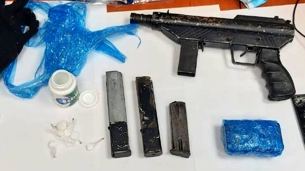 الفريديس: ضبط سلاح ومخدرات