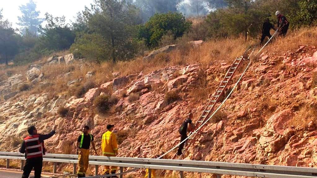 اندلاع حريق بمنطقة حرشية قرب القدس