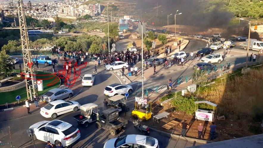المشهد: احراق اطارات واغلاق الشارع الرئيسي