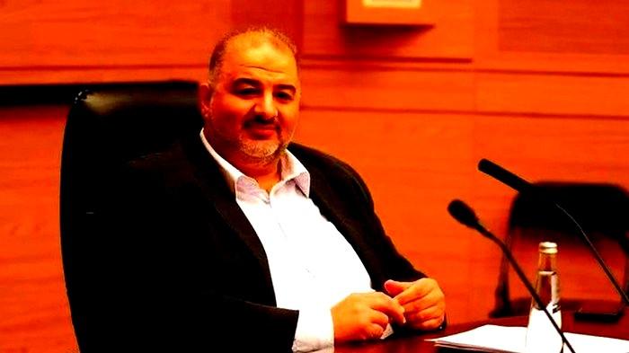 منصور عباس: أدعو لضبط النفس