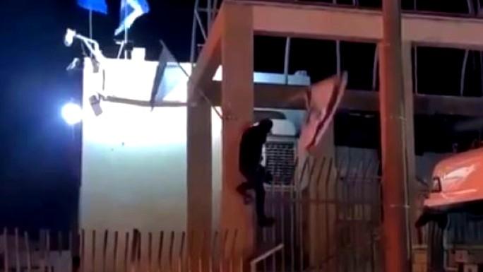 احراق نقطة الشرطة في طوبا الزنجرية ومواجهات عنيفة