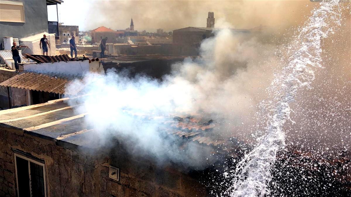 اضرام النار في مبنى قرب ميناء عكا