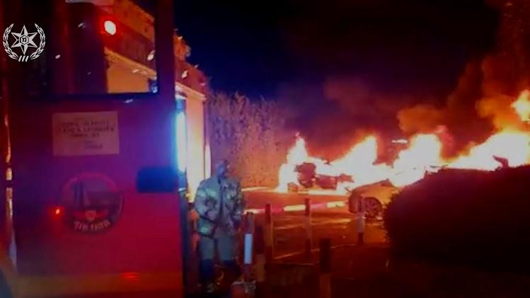 عكا: احراق سيارات في محطة القطار