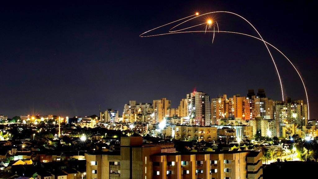 اطلاق رشقة صاروخية من قطاع غزة صوب بئر السبع واوفاكيم