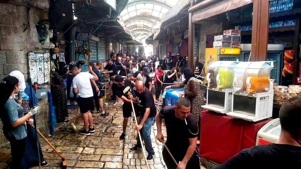 عكا: تنظيف البلدة في أعقاب المواجهات