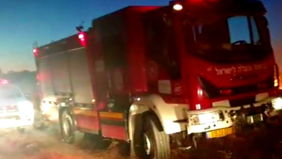 الجنوب: اندلاع حريق في منطقة اشواك مفتوحة بسبب سقوط قذيفة صاروخية