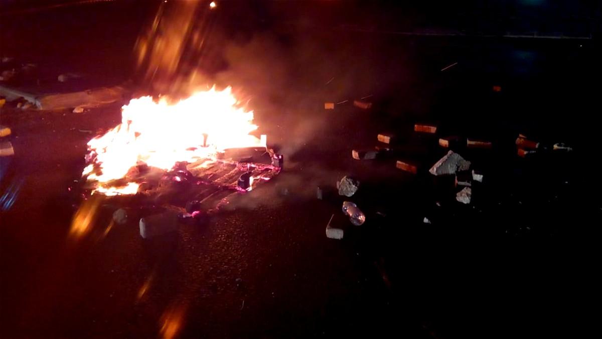اجواء مشحونة في قلنسوة واشعال النيران بشوارع 5614