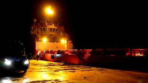 عمال بإيطاليا يرفضون تحميل أسلحة على متن سفينة
