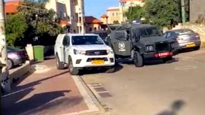 عين السهلة: قوات شرطية ووحدات خاصّة تنفذ حملة إعتقالات