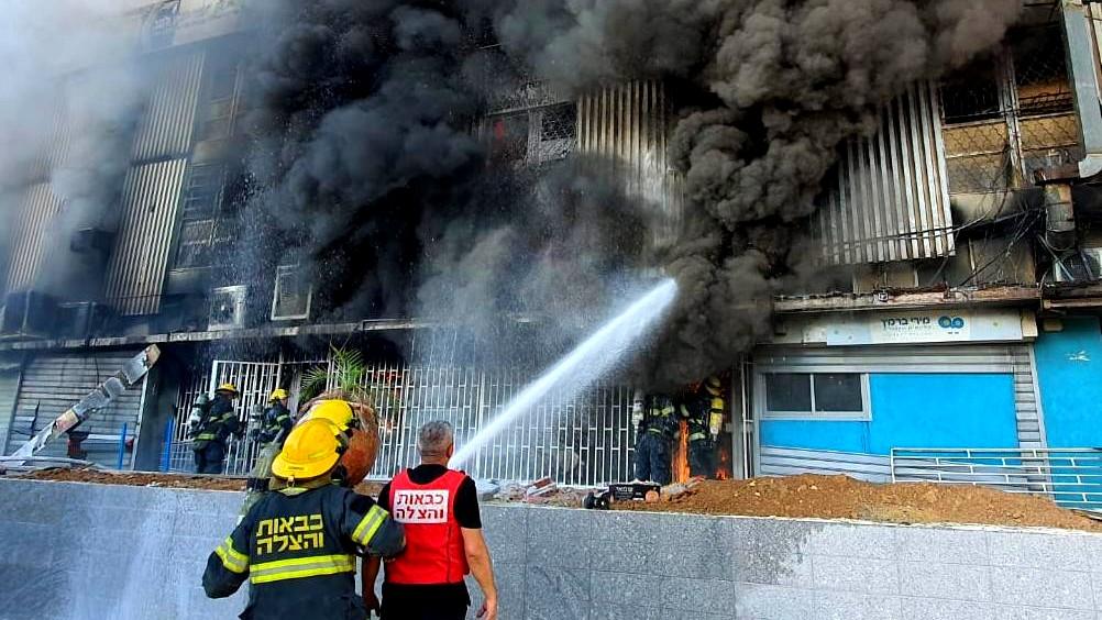 بئر السبع: اندلاع حريق هائل في مبنى