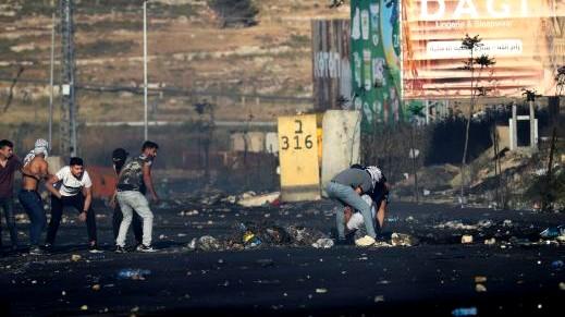 اشتباكات مسلحة بين متظاهرين وقوات الجيش الاسرائيلي