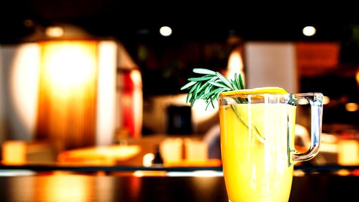 عصير الكيوي والمانجا والأناناس