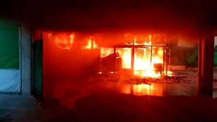 إصابة شخص جراء اندلاع حريق في بيتح تكفا