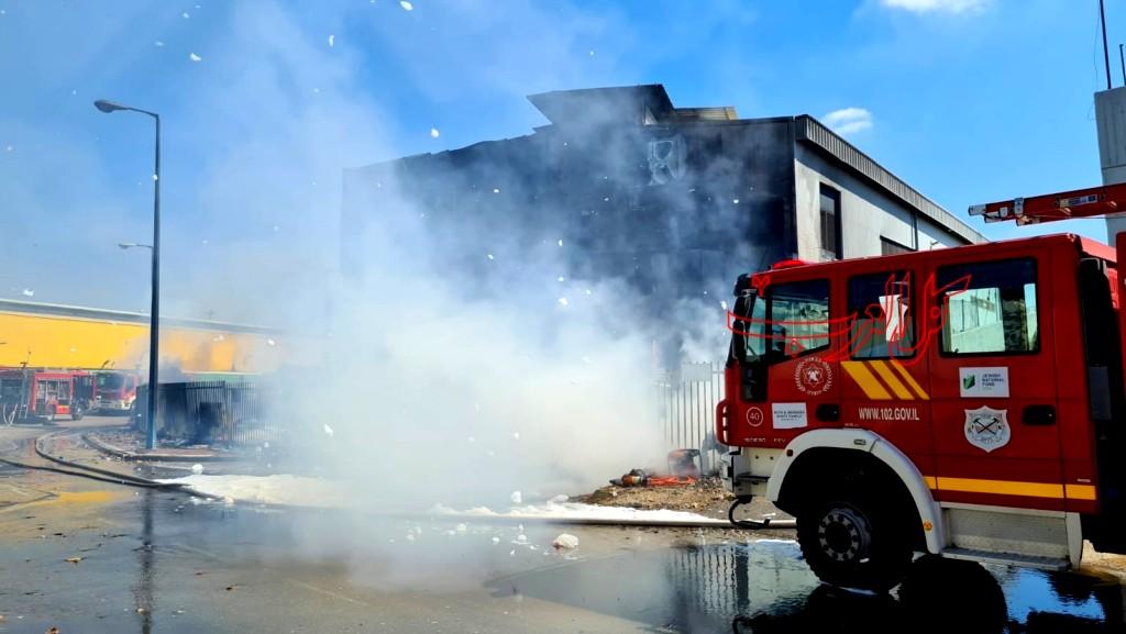 الجنوب: اندلاع حريق في مصنع بلاستيك