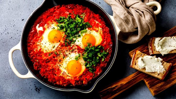 شكشوكة بيض عيون لفطور شهيّ