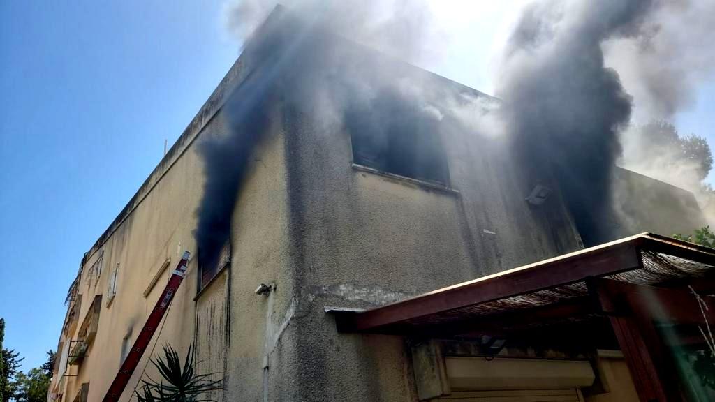 حيفا: اندلاع حريق داخل مبنى سكني