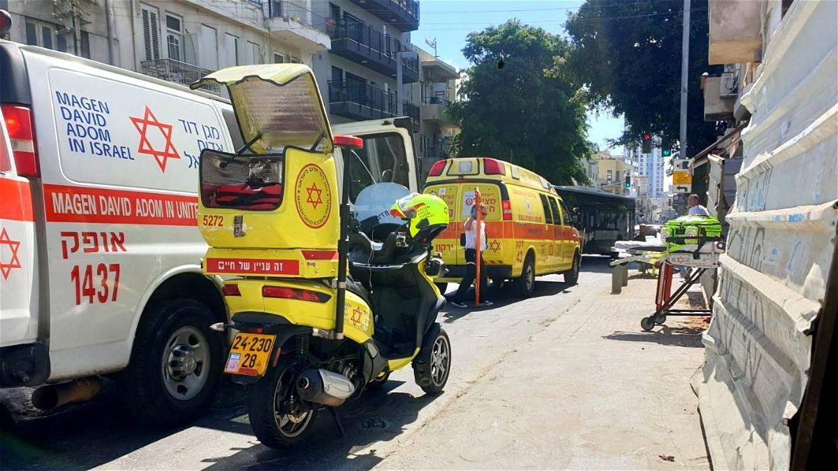 اصابة عامل اثر سقوطه في تل ابيب