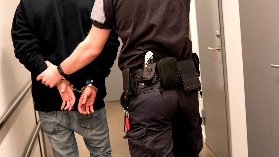 اعتقال مشتبه من الضفة بمخالفات جنسية