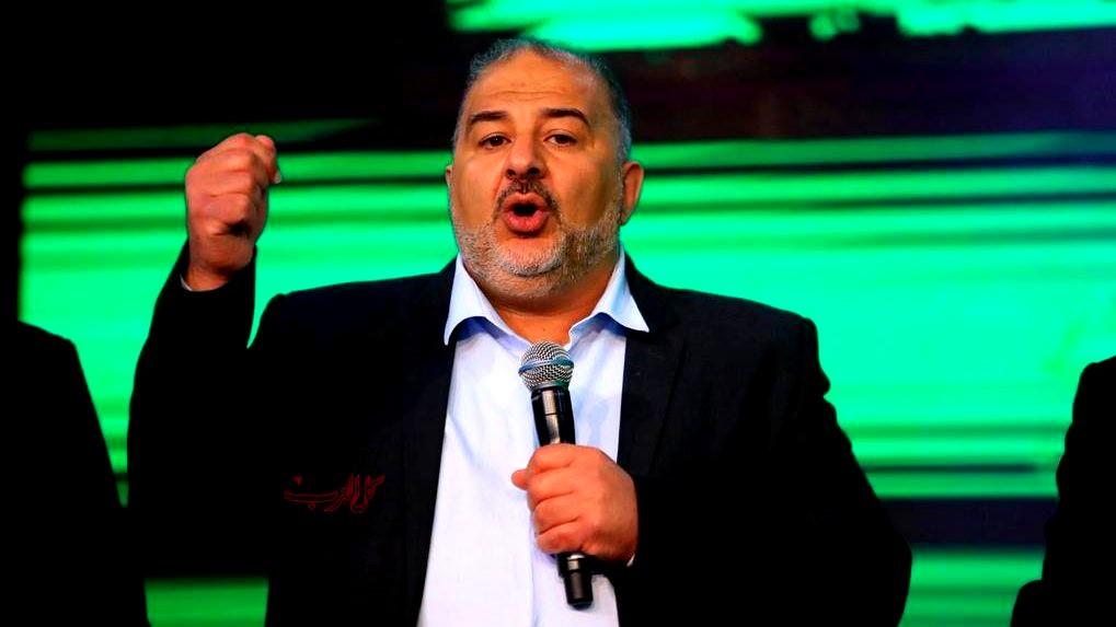 النائب د. منصور عباس يعقب على مسيرة الأعلام