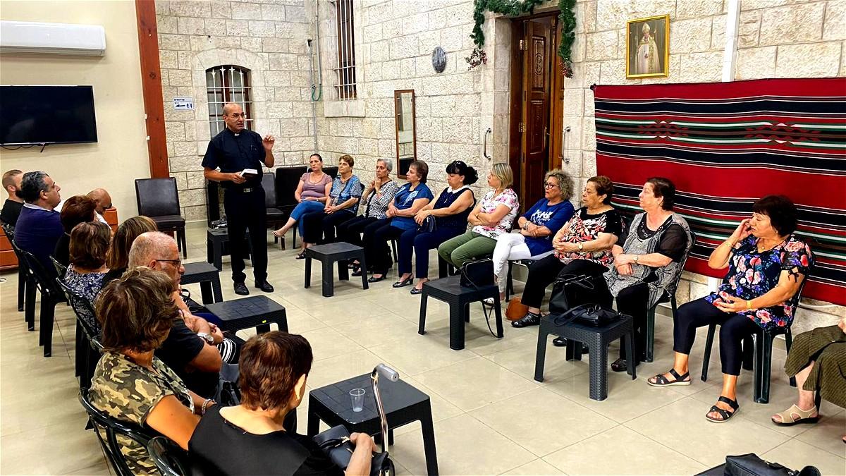 فعاليات وترانيم وتأمل وغناء في نادي الرواد الكنيسة الانجيلية- الرملة