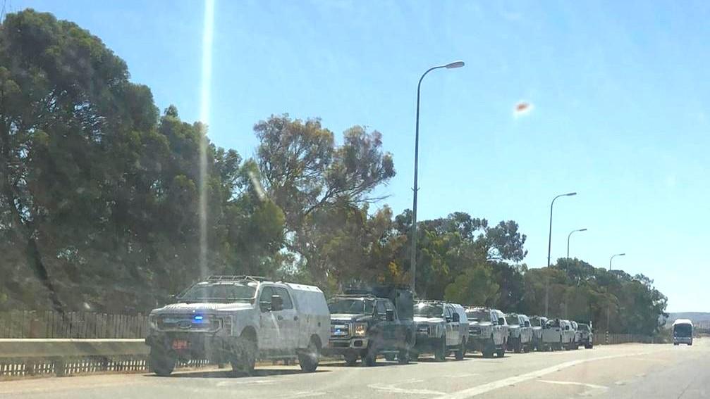 قوات شرطة  مدخل بئر هدّاج لتوزيع أوامر إخلاء