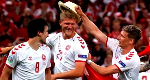 الدنمارك تحقق فوزا مذهلا على روسيا في مباراة مثيرة