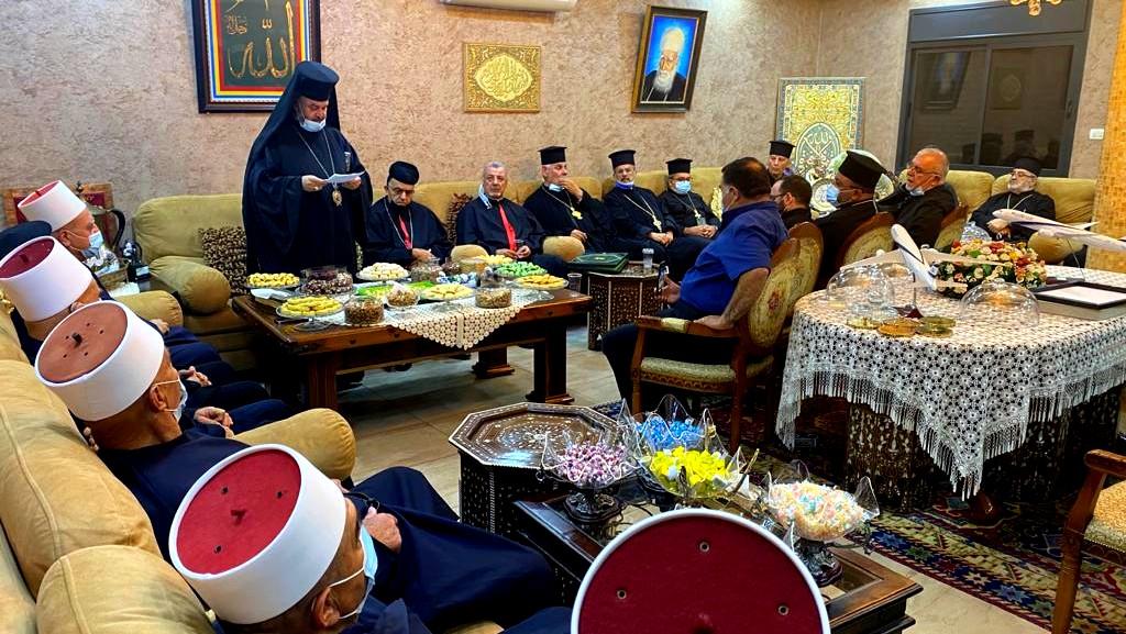 وفد مسيحي بزيارة للشيخ طريف للتهنئة بالعيد