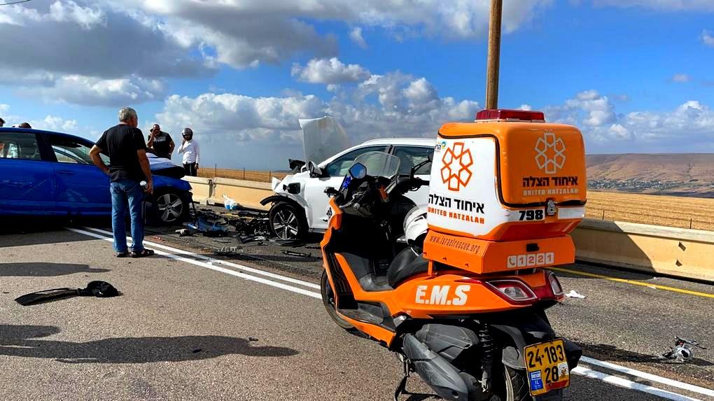 اصابات بحادث طرق قرب مستشفى بوريا