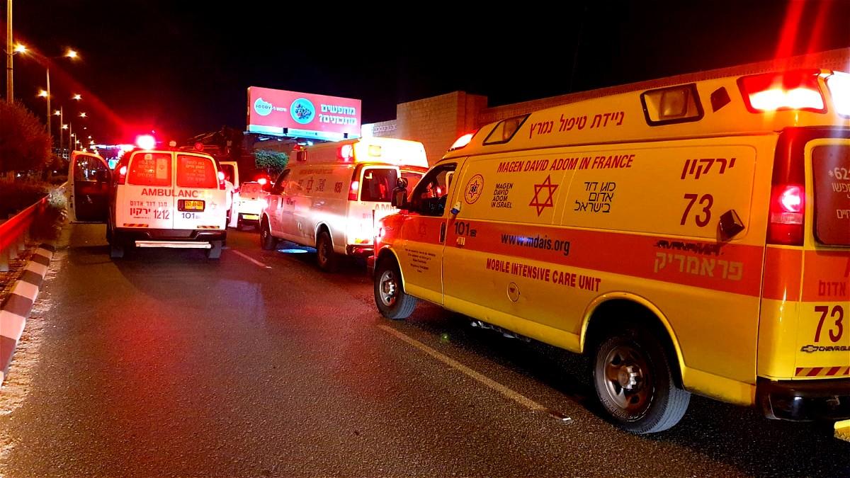 اصابة شاب بجراح خطيرة بحادث طرق بين سيارة ودراجة نارية قرب البقيعة