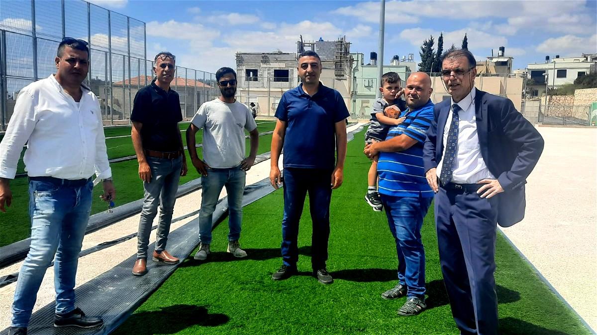استاد كرة القدم العصري في عين ماهل بحلته الجديدة